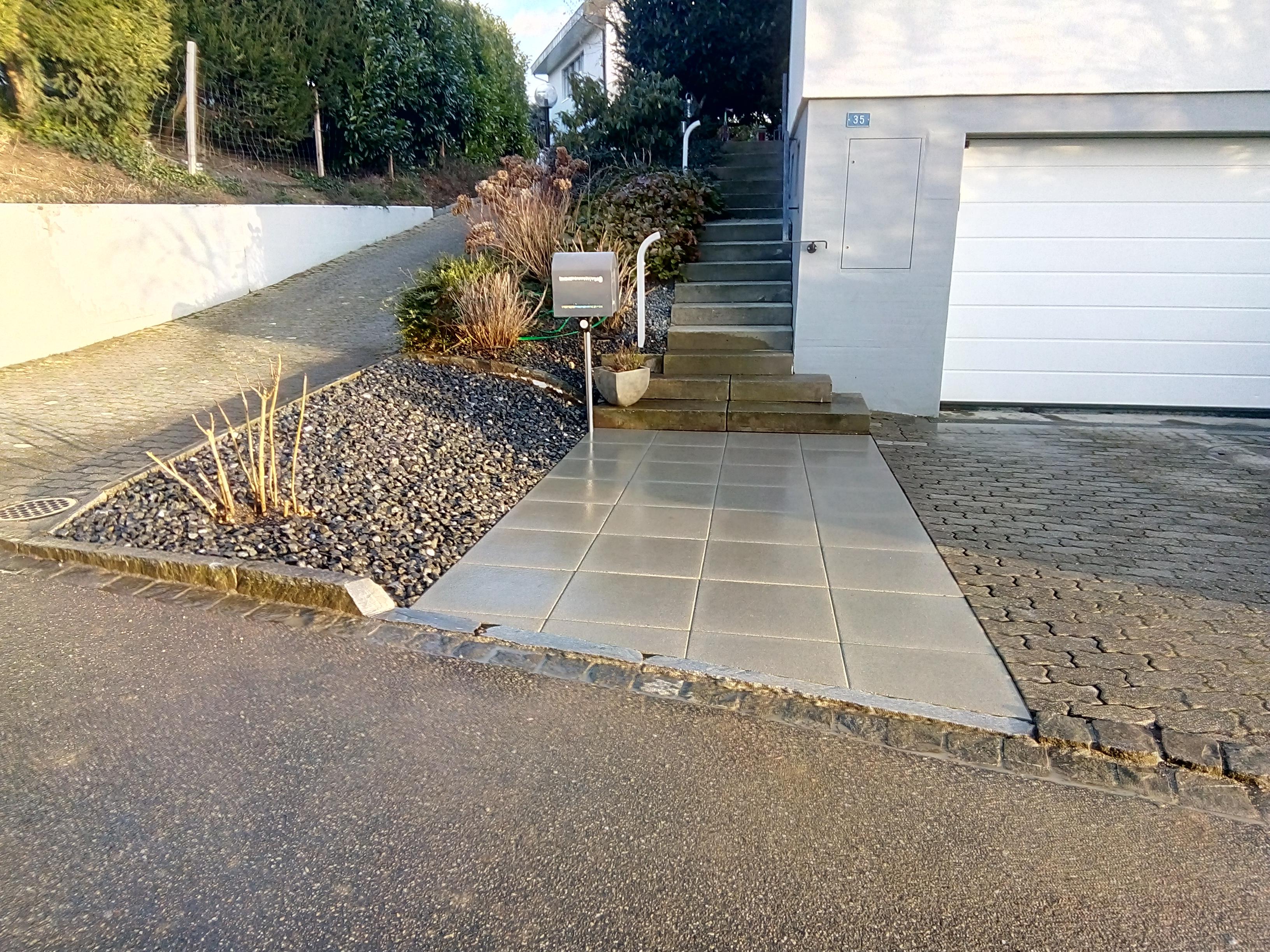 Eingang vergrössern und Parkplatz begradigen (5)